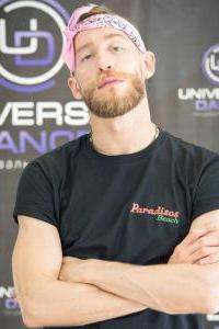 Адам - участник шоу Танцы на ТНТ, танцовщик